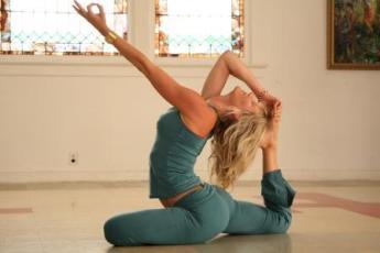 Женская йога это женственность и гармония